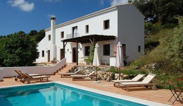 renting a villa for a holiday